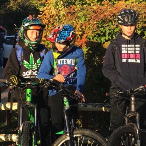 Schülerinnen und Schüler der Mountainbike AG an der Georg-Kropp-Schule in Wüstenrot